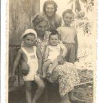 12.1948 עם סבתא פריבה וריקי